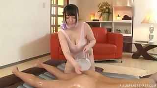 Chubby Japanese MILF Mochida Yukari gets cum on her big tits